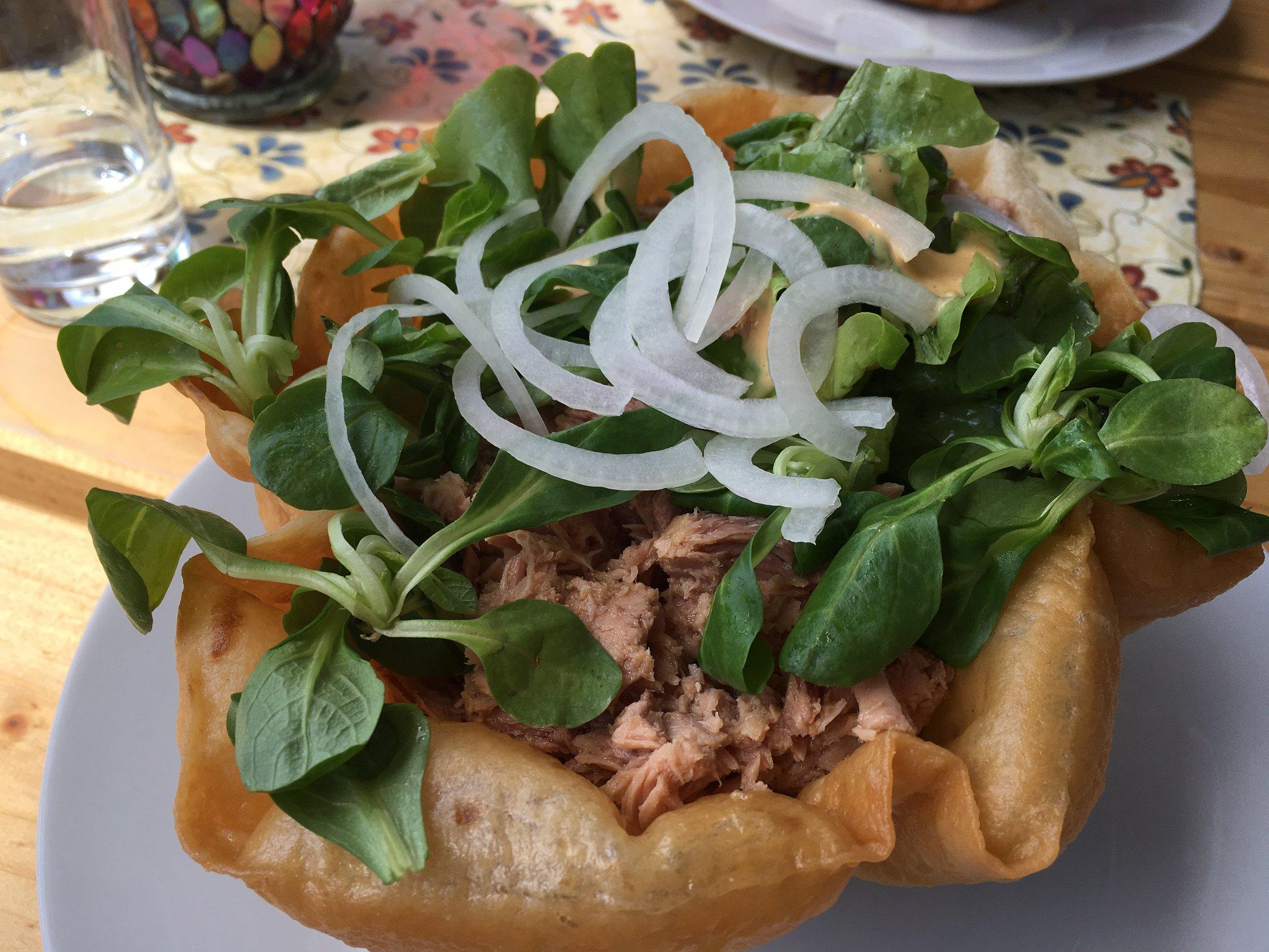 Mittagessen: Thunfischsalat in der essbaren Schüssel #meurers #TannheimerTal https://t.co/A09h0AOUWC