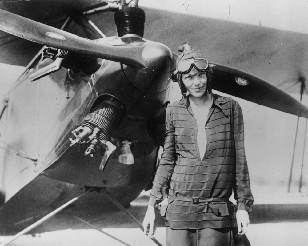 Applauding the pioneering spirit & style of aviatrix Amelia Earhart #bornonthisday in 1897: https://t.co/qWS3Sljt1U https://t.co/evQ14emuXE