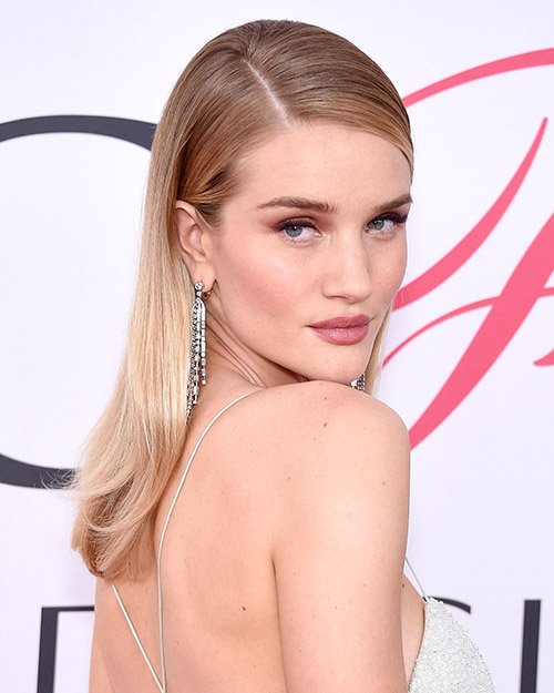The coconut-oil products @RosieHW uses to look flawless: https://t.co/OBdJxG4mWL https://t.co/LiDiBsVnpO