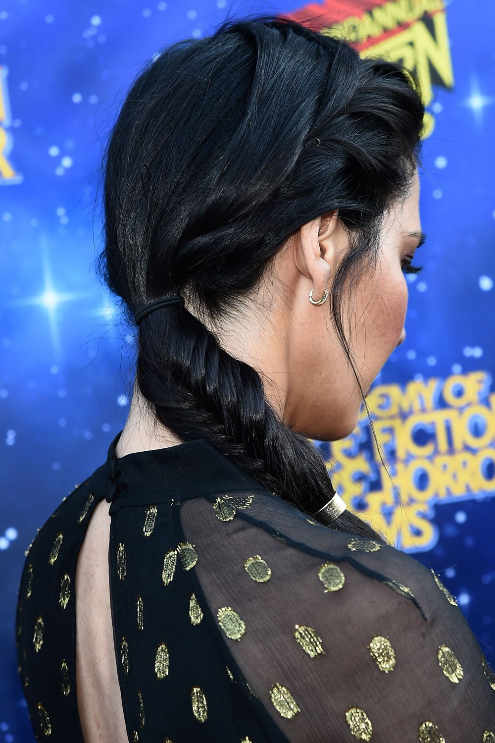 Need a luxe hairstyle for a big event? Check out these A list ponytails for MAJOR inspo! https://t.co/h6zenIvRT9 https://t.co/wSB8RREV5B
