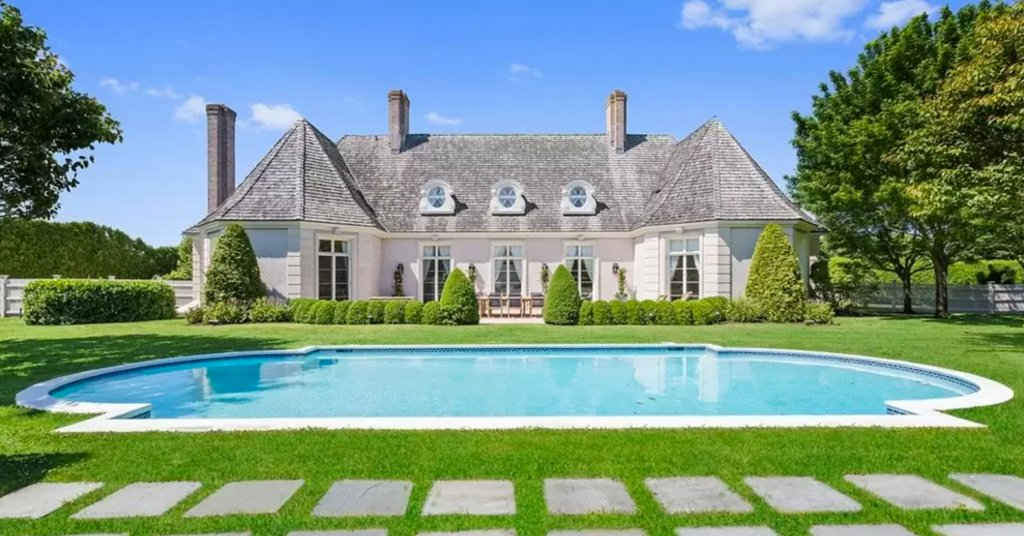 You have to see Nick Jonas's INCREDIBLE 6-bedroom hamptons vacation mansion: https://t.co/UJnKVJ7VmO https://t.co/qHa7kNIW2S