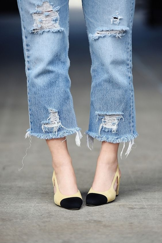 Frayed denim, an off-the-shoulder top—we found the Pinterest DIY for that: https://t.co/SYHPMtpsks https://t.co/q9yDlqRLQH