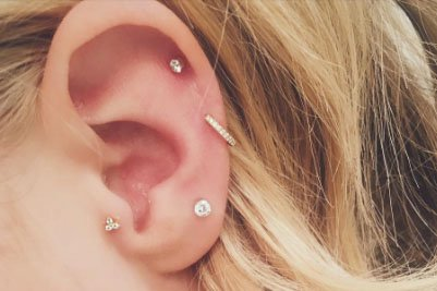 Would you get an ear constellation? It's the cool girl's guide to piercings... https://t.co/V62sP6gWUa https://t.co/kwYt3nae1p