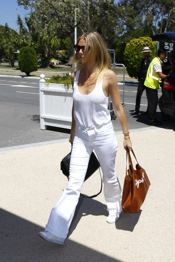 When it comes to airport style, all white is the hottest trend: https://t.co/NsLTDCljAL https://t.co/tw1j6cbVNE