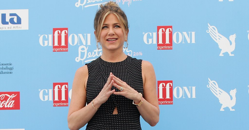 #JenniferAniston made polka dot print look sexier than ever before in this @tibi dress https://t.co/UHx7BRHnqs https://t.co/fa345keGSo