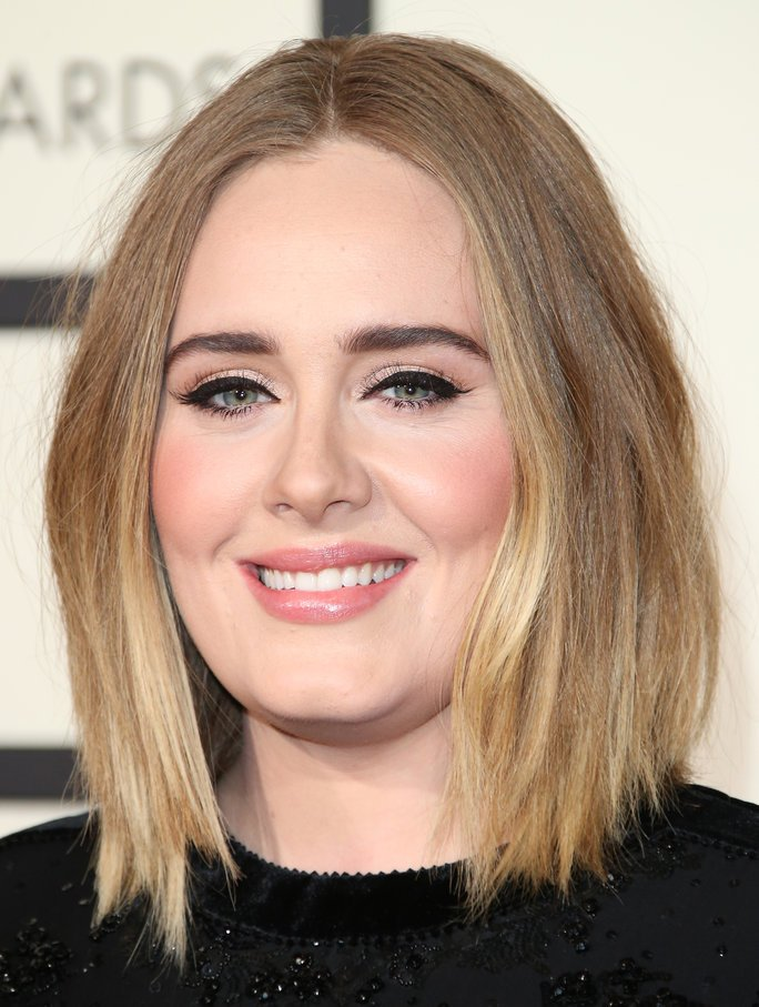 .@Adele just inspired all of us to skip our cat eye liner: https://t.co/e1vTTagqny https://t.co/qv7mri3ote