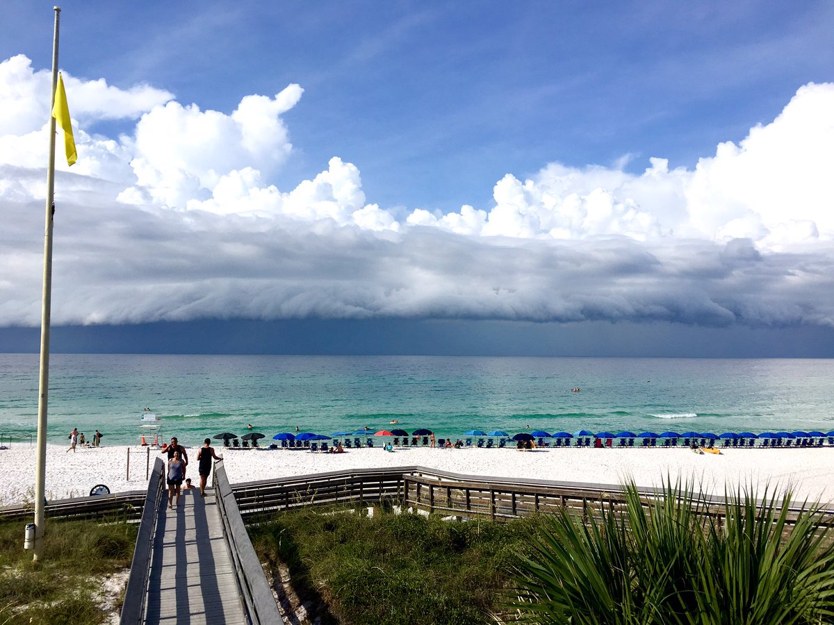 Photo snapped of a beautiful beach storm over the Gulf on Friday ⛅️