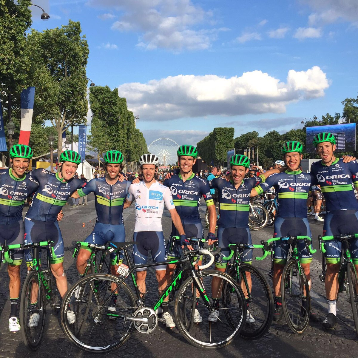 We made it! What an amazing #TDF2016 . Thanks @ORICA_BE staff and riders and fans for another great lap of France https://t.co/M7iYz2T1pW
