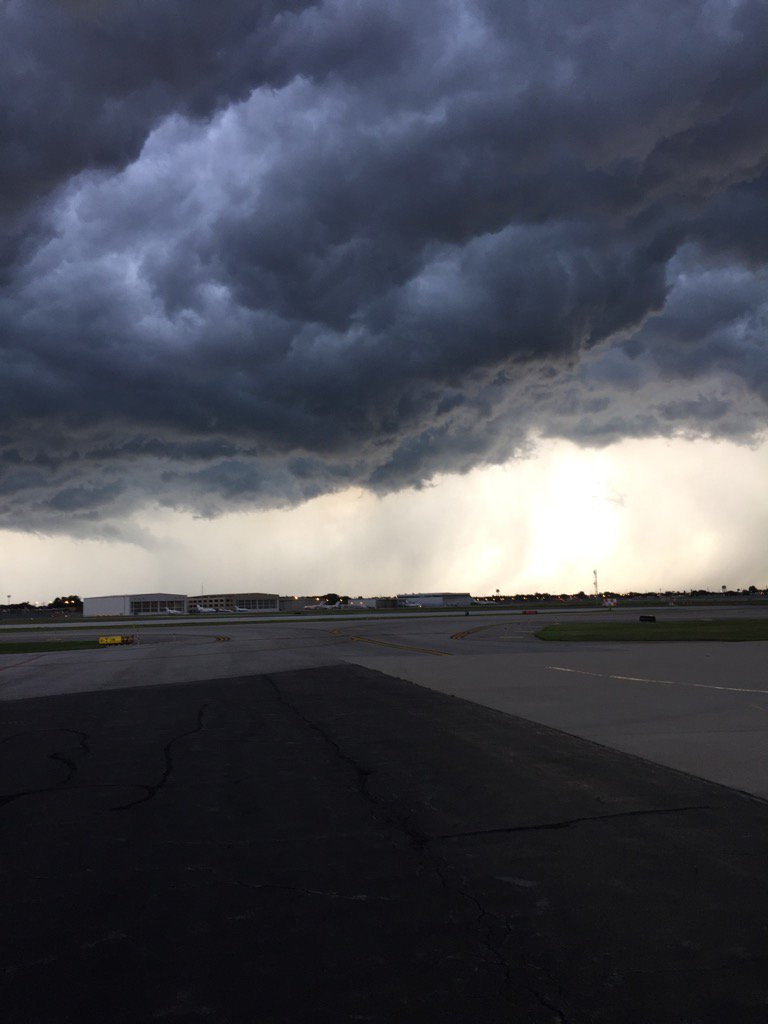Looking like we're going to have another rain delay before we can take off for bean town! uglysky
