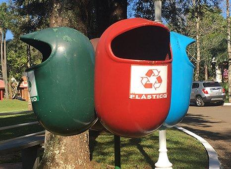ゴミ箱だけどピンチに陥ったパワードスーツのようでもある pic.twitter.com/J1to5hRjPD