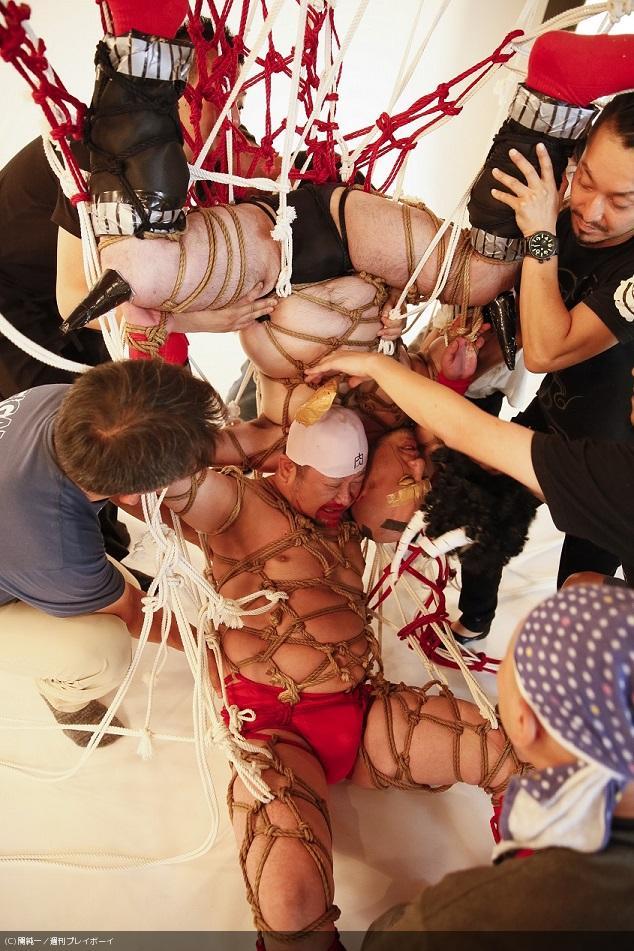 """キン肉マン必殺技を""""緊縛""""で再現…「キン縛マン」プレイボーイの袋とじに! #キン肉マン #ケンドーコバヤシ #ハリウッドザコシショウ https://t.co/RerbEZzU8d"""