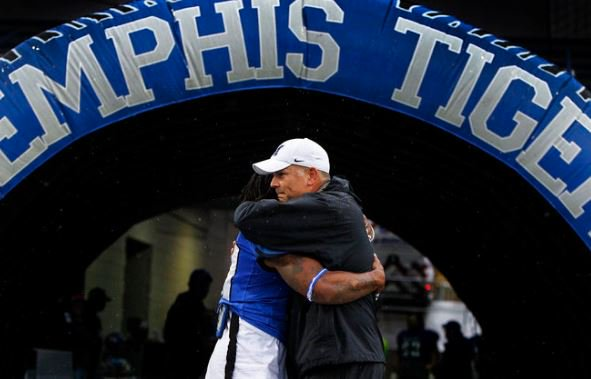 The 9:01 opens the week with a look at the @uofmemphis Big 12 push, DNC opening and more.