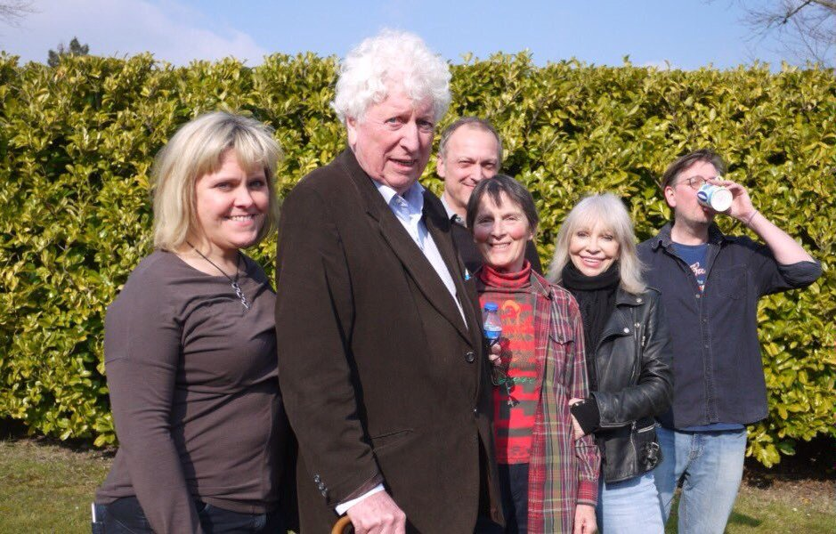 I love this snap of the Baker's End cast - and me having a cuppa! @Bafflegabble @ManningOfficial @lizzieroper https://t.co/WpCI3ZMlvm