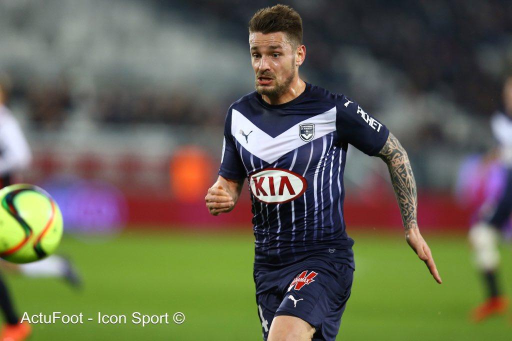 Selon Le Parisien, Bordeaux négocie actuellement avec Arsenal pour le transfert définitif de Mathieu Debuchy.