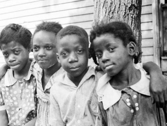 From the 1930s, Detroit photos in need of words, writes @nealrubin_dn