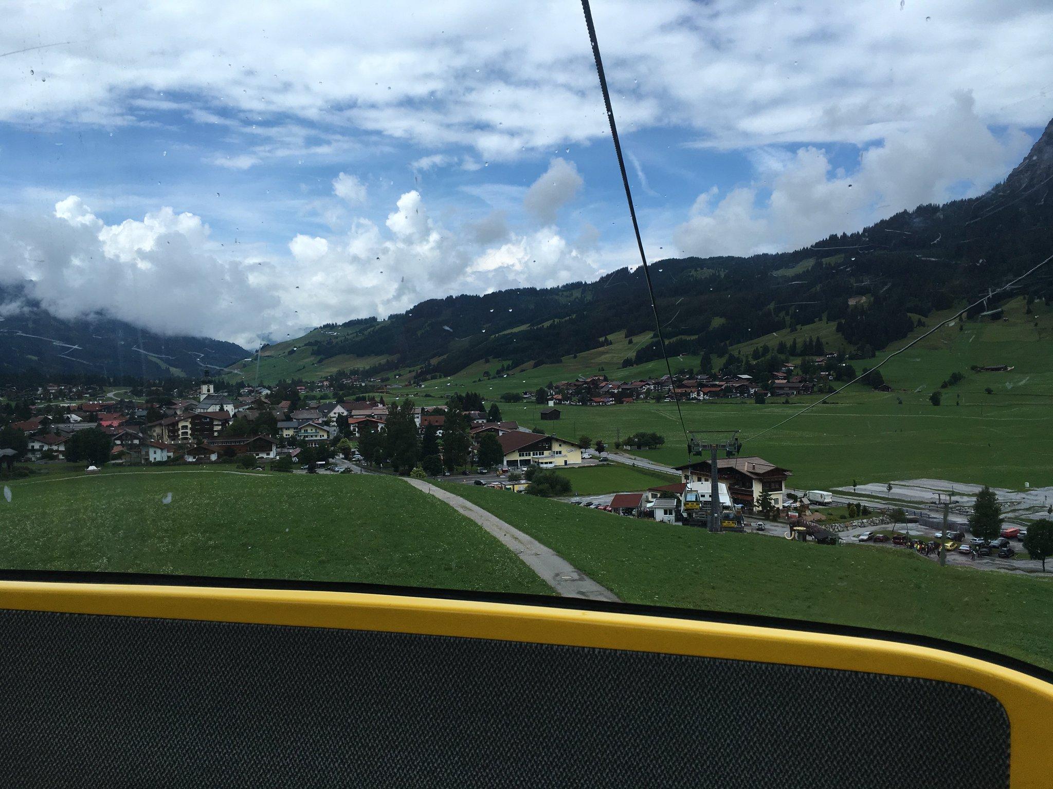 Wir waren noch kurz auf dem Berg. Mit der Gondelbahn kein Problem #meurers #TannheimerTal https://t.co/nUU6WuJk9t