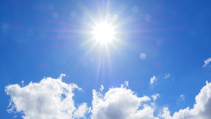 Det är heta dagar. Både #äldre och yngre personer behöver extra skydd mot #solen och värmen: https://t.co/SAspDPcHNq https://t.co/t4XY9TUNZS