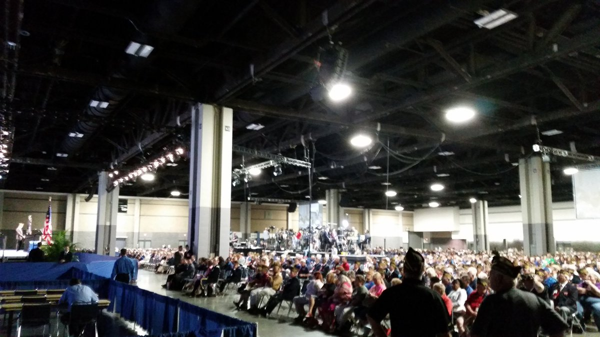 Crowd if several thousand at the VFW convention hall. Clinton in a bit more than an hour