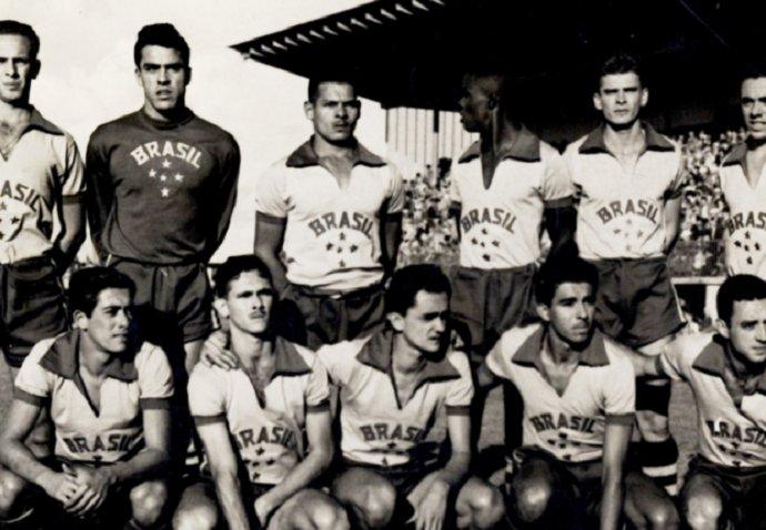 70ee55dccd294 Escudo ou bandeira  veja a evolução do uniforme do futebol olímpico ...