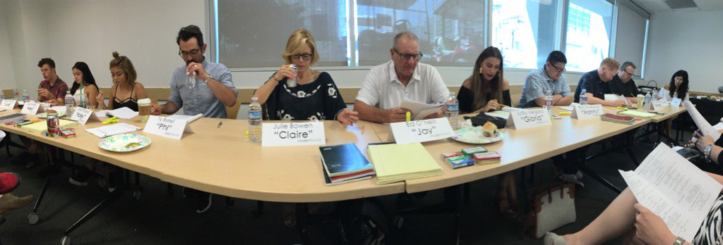 Season 8 has begun. #Modern Family table read. https://t.co/2FtSWeffwz