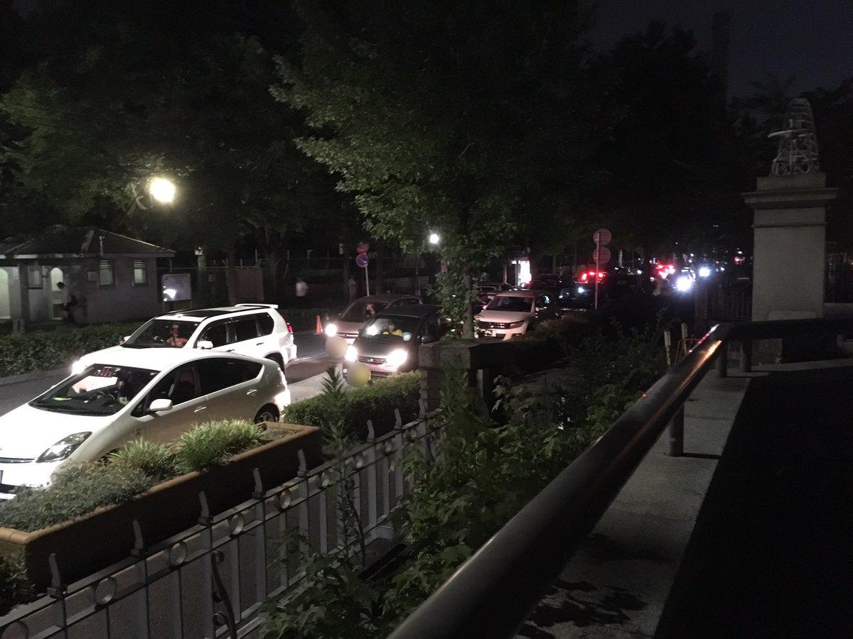 鶴舞公園でポケモンGOを楽しむ時はぜひ公共交通機関で来て欲しいです。車に乗ってくるのは仕方ないとしても、病院の周辺に違法駐車するのは、救急車の受け入れも困難になっちゃうので、ちょっと…。 https://t.co/EM3CUNgDYj