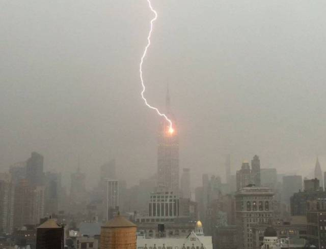 Shows The Empire State Building Get Struck By Lightning