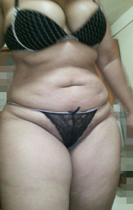nude Curvy aunty
