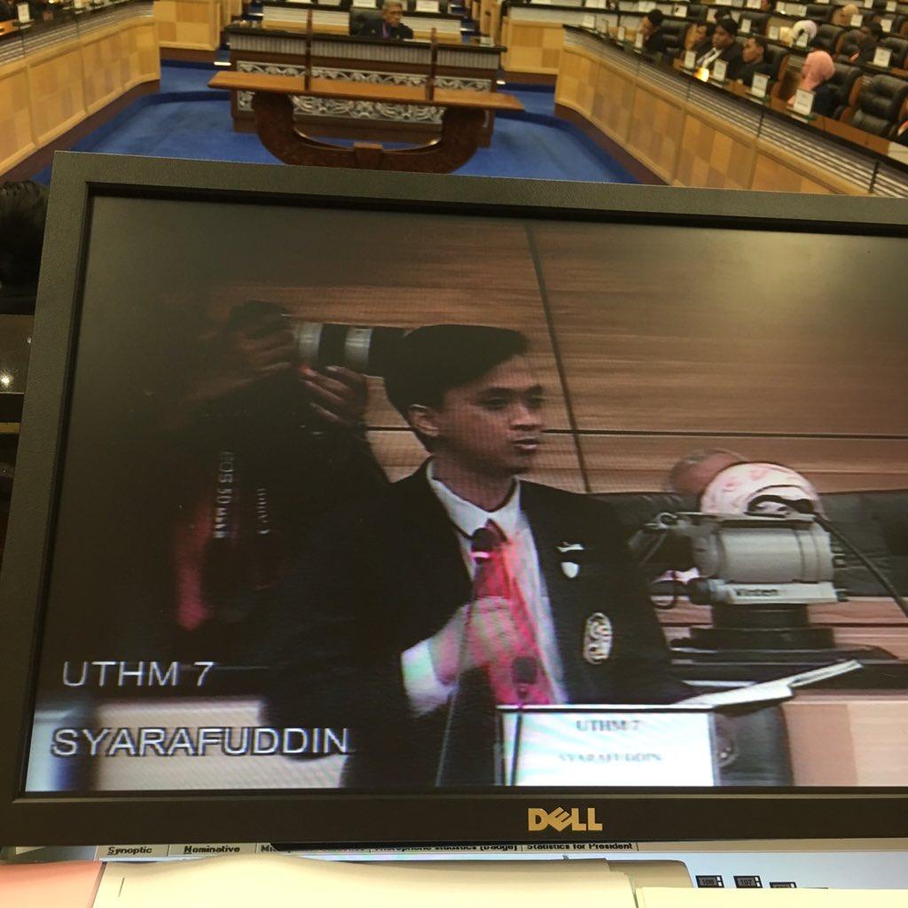 Persidangan parlimen mahasiswa.. Syarafuddin Rahim UTHM sedang berbahas https://t.co/k0SJPvQAQi