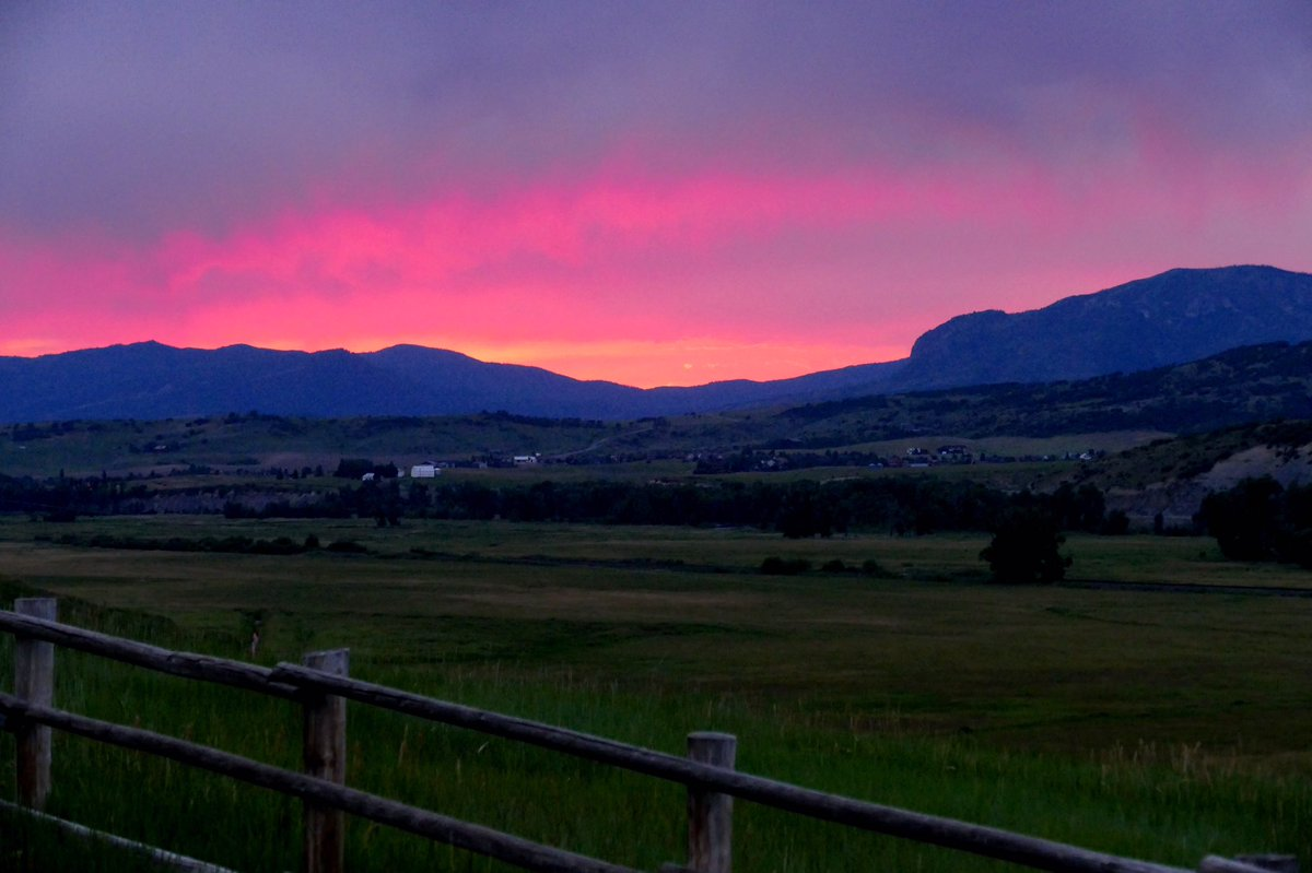 A serious stunner. Cotton candy pink skies over the Sleeping Giant in Steamboat.: @ShannonLukens 9wx cowx