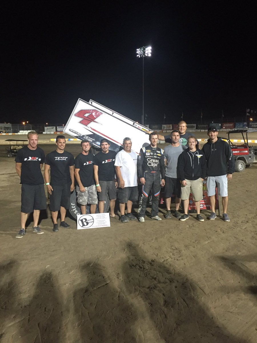 Good times with these guys tonight @kaseykahne got the win @OhswekenSpdway https://t.co/UYtYvoAovE