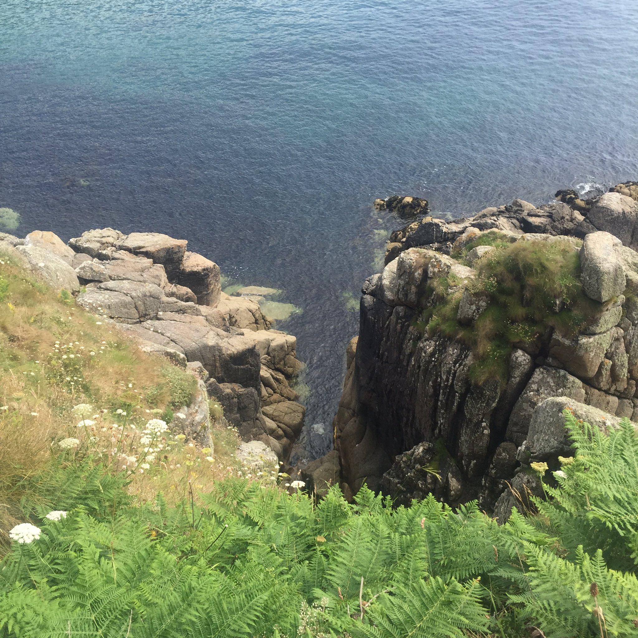 Thank you stunning Cornwall for a brilliant few days walking the coastal path #13milesaday x https://t.co/fJ1emiYnU3