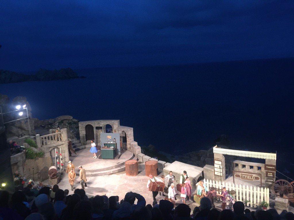 And as the lights of the heavens go down, the lights of @minacktheatre go up....a lovely evening to treasure x https://t.co/ThjwUHoOlC
