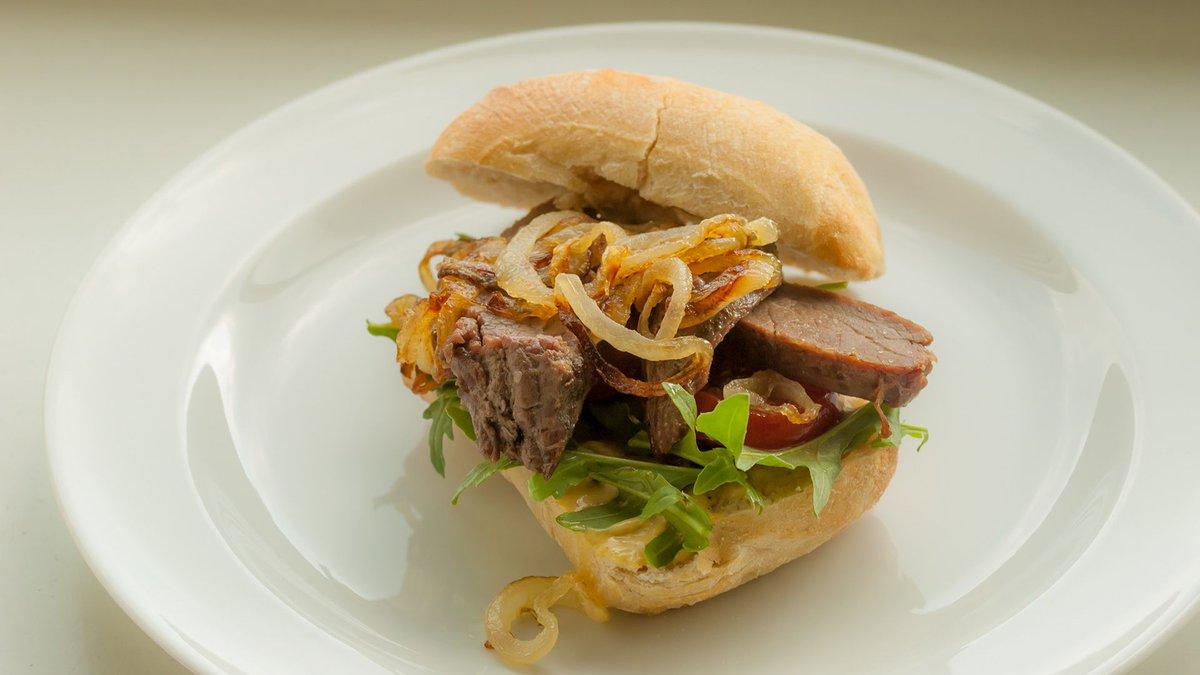 @KasuomiRetro Flank Steak von Sonntag heute als Steak Sandwich. Super Rezept! #KasuomisSteakSandwich https://t.co/MEf74mbZ2l