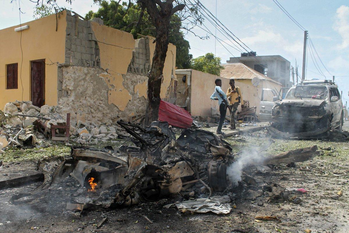2 suicide bombings near U.N. offices in Mogadishu, Somalia, have killed 13.