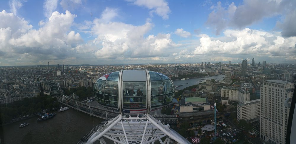 View from inside my capsule @thelondoneye #LondonEye #England #UK #Travelgram #goodtimes #photooftheday https://t.co/s7g6JJWuPj