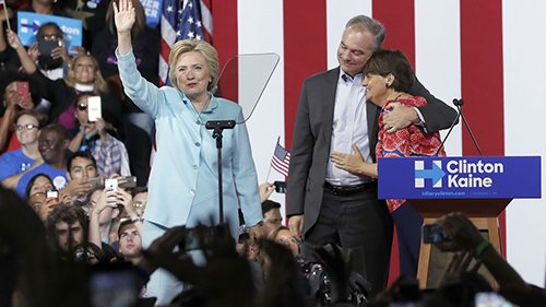 Hillary Clinton clinches Democratic presidential nod