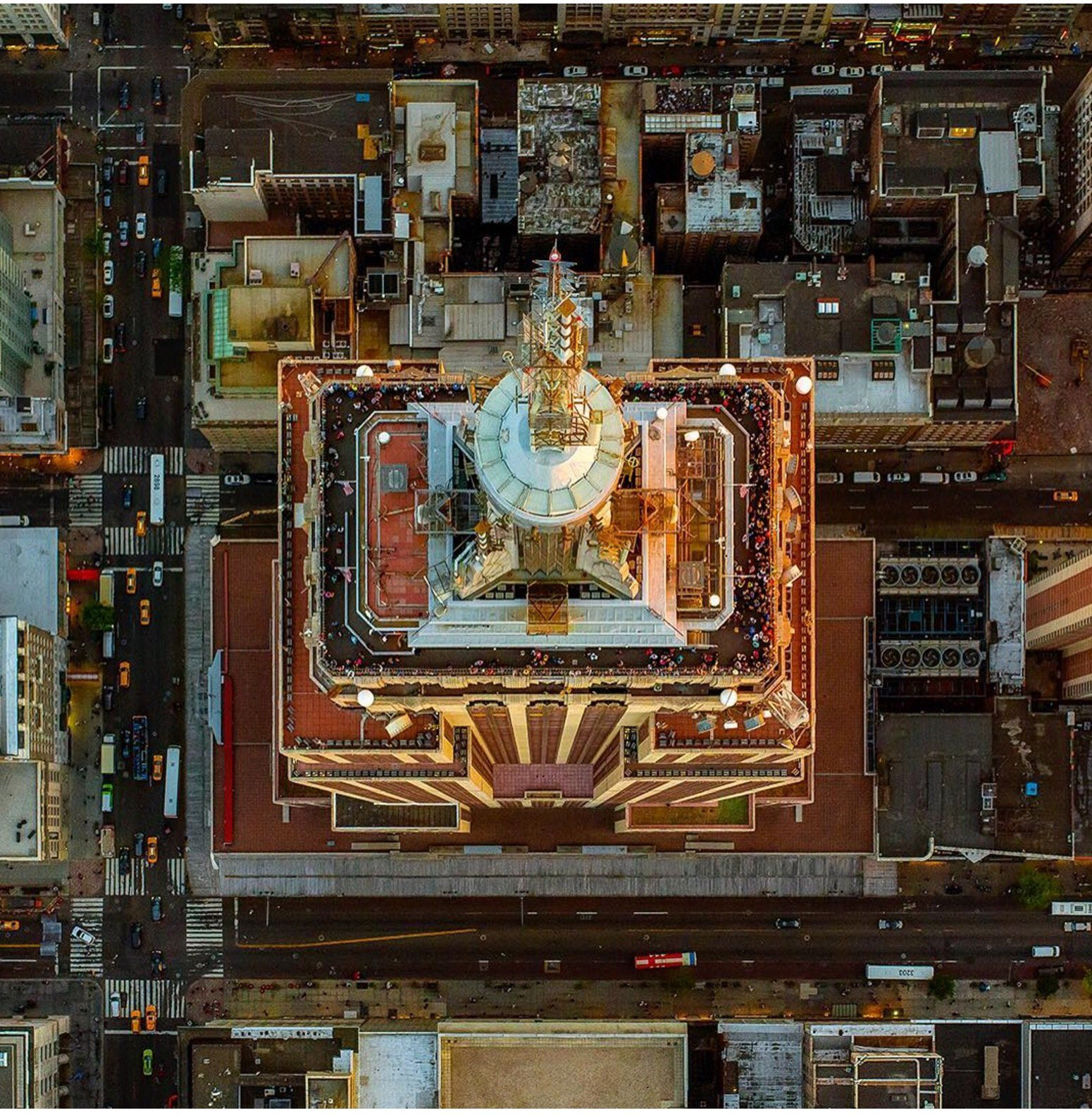 RT @ThamKhaiMeng: Bird's eye view of Empire State Building. Thanks @MilsteinJeff https://t.co/EF9BSkLMar https://t.co/F8yND55Guy
