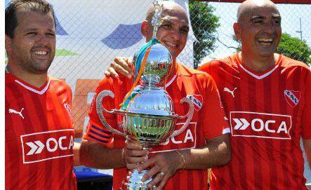 El fútbol Senior defiente un título