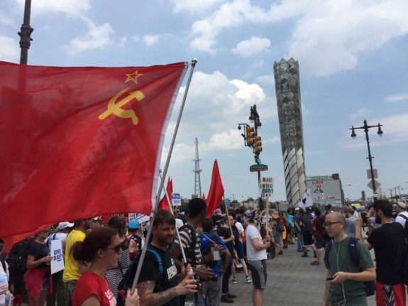 No US Flags at Dem Conv.  Protesters fly Soviet flags proudly. Maybe a FundMe campaign to pay their boat fares out?! https://t.co/psAecKnbV7