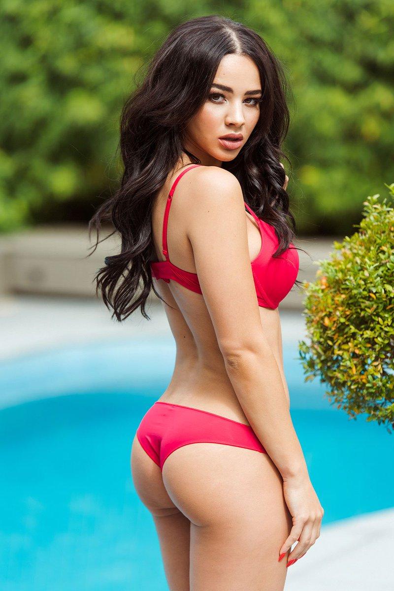Bikini Courtnie Quinlan nude (66 photo), Cleavage