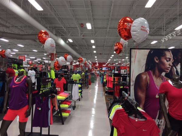 Sports Authority bankruptcy helps push clothing maker to a loss