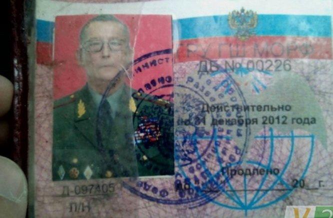 Мужчина сорвал флаг Украины на автостанции в Каховке и выбросил его в мусорник - Цензор.НЕТ 3333