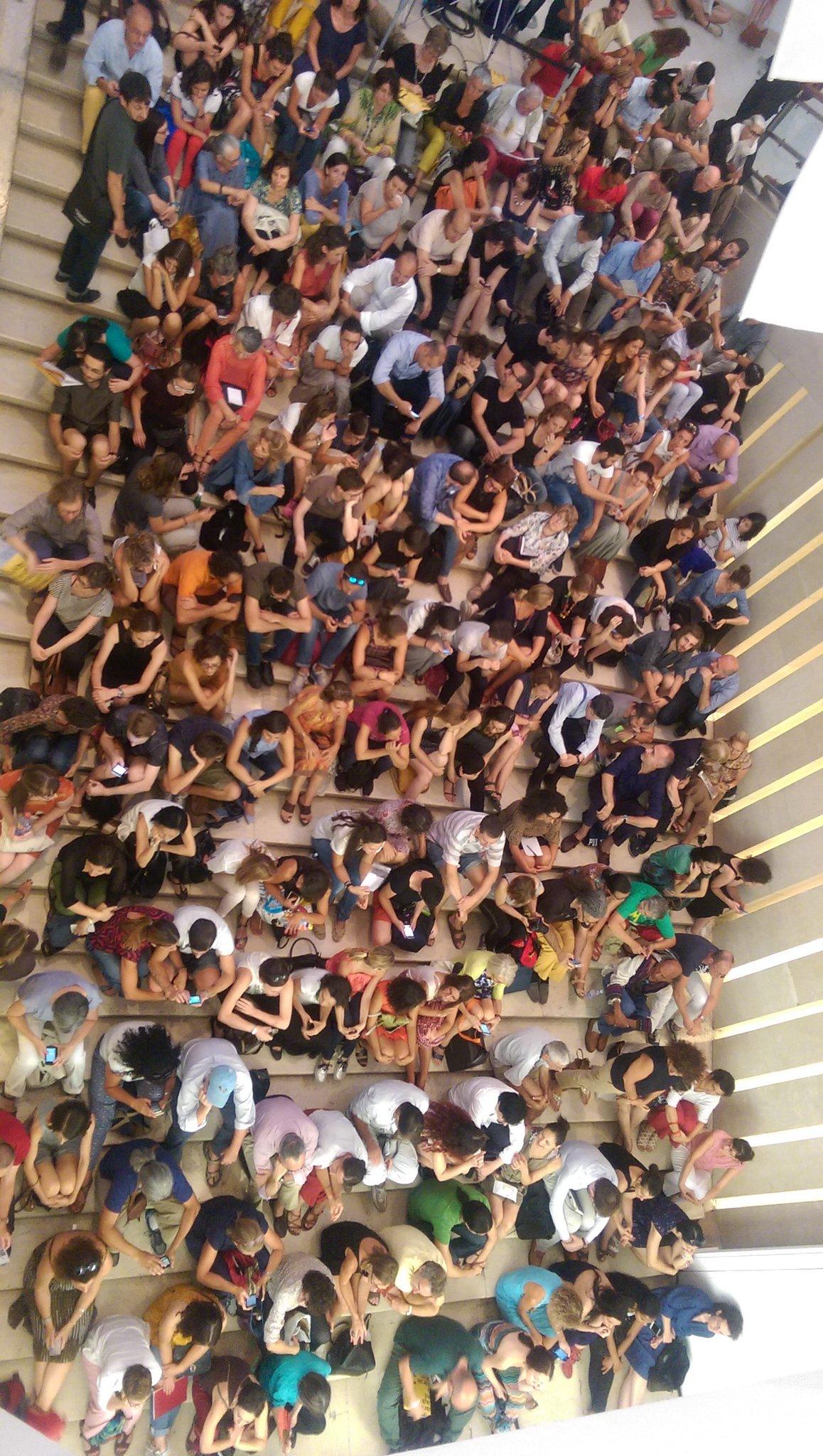 Tutti matti per #Appadurai! Ecco come è la scalinata de @LaTriennale per #futureways https://t.co/4QT12LZsbK