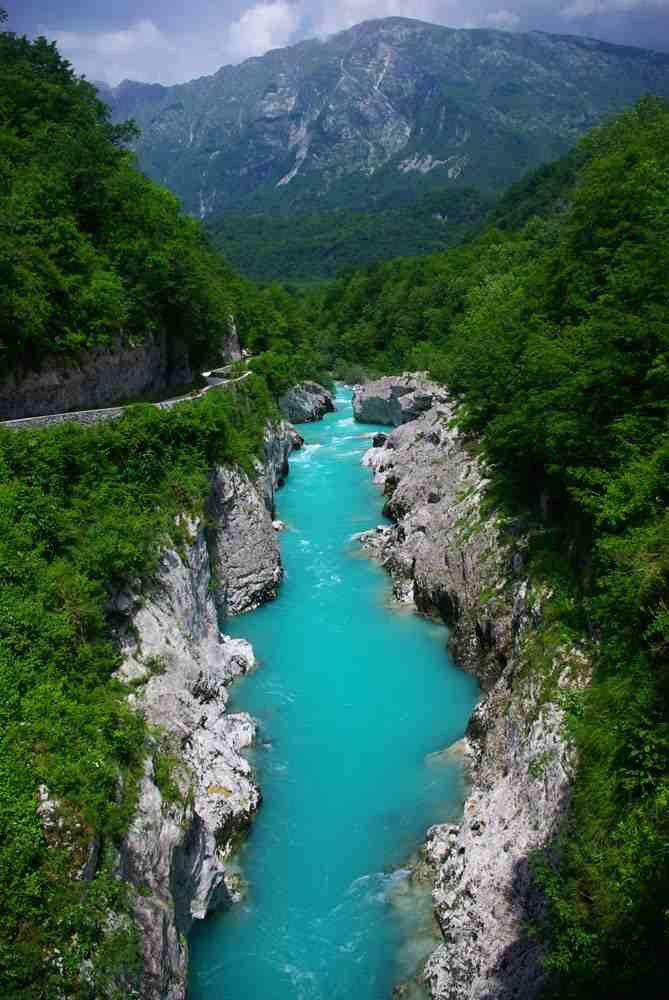 نهر الزمرد من أعذب أنهار العالم وأجملها في سلوفينيا