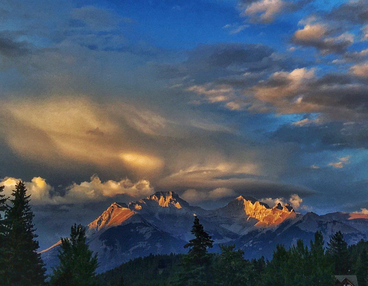 Storm clouds last night in #Banff. @banffcentre #storm @BanffNP @Real_Banff @TravelAlberta @tauck https://t.co/pNaLRkgElc