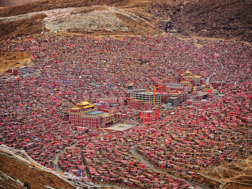 #Tibet:Demolition Begins at #LarungGar Buddhist Academy.#Chinese began to tear down sections https://t.co/lqb26tUGW3