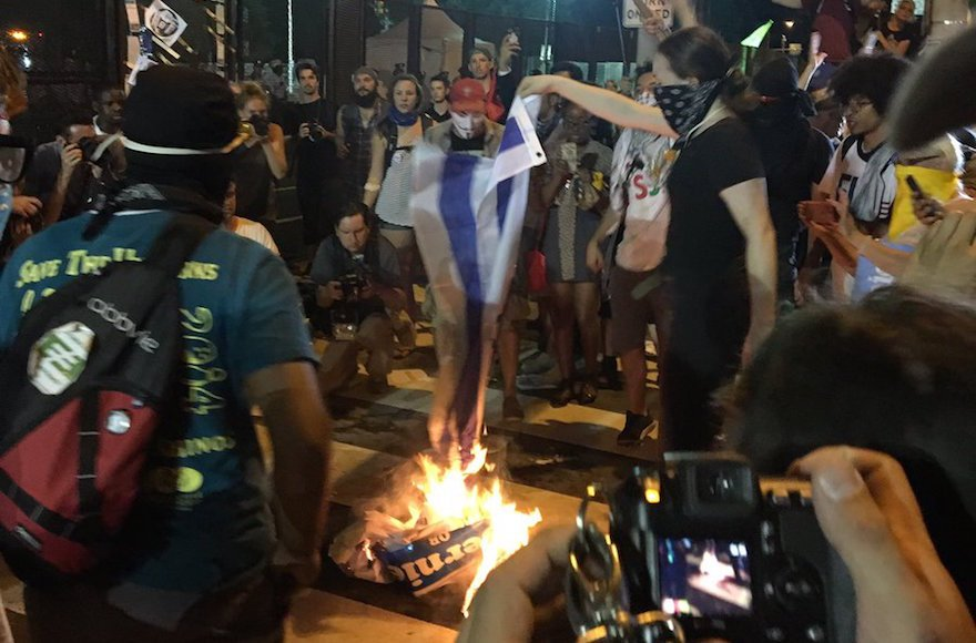 Protestors burned an #Israeliflag outside the #DNC last night - https://t.co/ybMDIQ1qhh https://t.co/4chea30WbZ