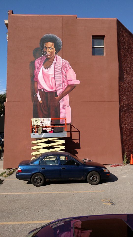 The Mari Evans mural by artist Alkemi is almost done on Mass Ave. Special thanks Efroymsons, @RADCIndy @Indiana2016 https://t.co/sqqlbGsY7y