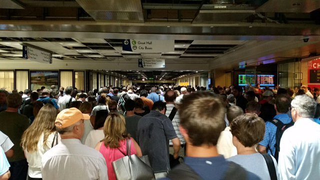 Metra trains unable to enter, exit Union Staton's south end; expect delays