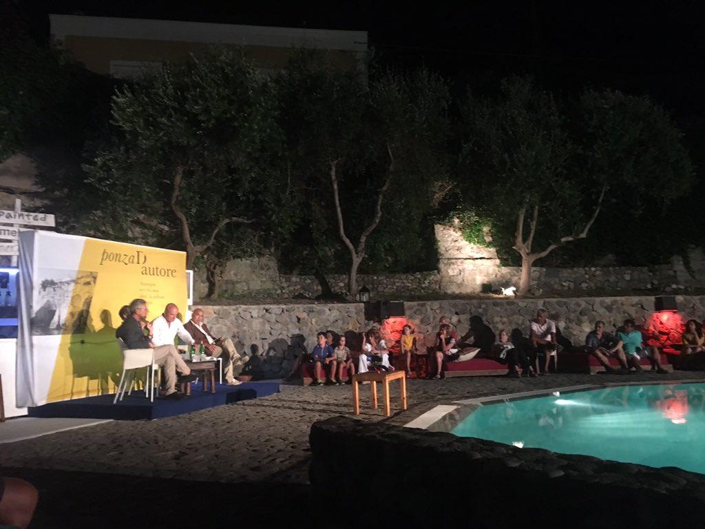 Serata ponzese con @GianluigiNuzzi #PonzaDAutore #ricchezza #ponza #Estate2016 #isolepontine https://t.co/rZmswZtFko